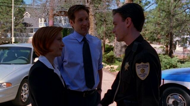 File:Billy Miles with Fox Mulder and Dana Scully in 2000.jpg