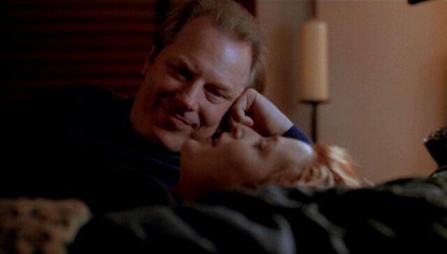 File:Morris Fletcher tries to seduce Dana Scully.jpg