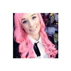 Kaeyi with pink hair.