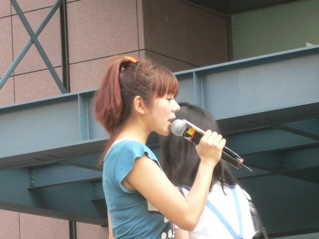 檔案:Cherry主持Myself2010概念專輯10.JPG