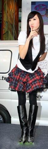 檔案:第3套制服-黑Girl.jpg