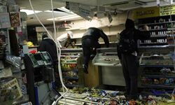Looters-ransack-a-shop-in-007