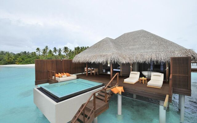File:Bungalow-Resort-Beach-Island-Maldives-HD.jpeg