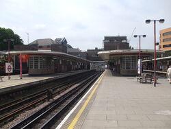 Harrow-on-the-Hill stn platform 3 look north