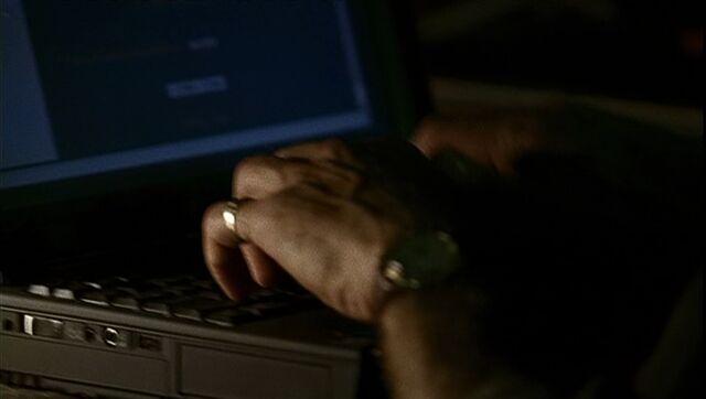 File:1x03 Gaines laptop.jpg