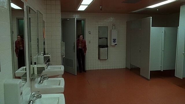 File:1x24 bathroom.jpg