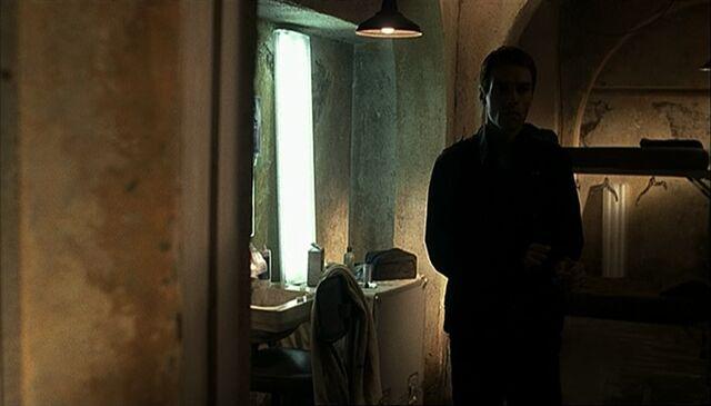 File:1x07 Gaines room.jpg