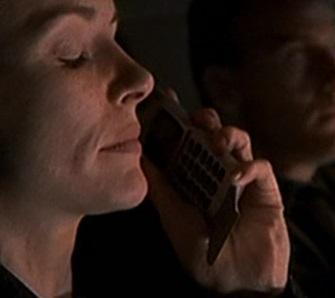 File:1x01 Teri's phone.jpg