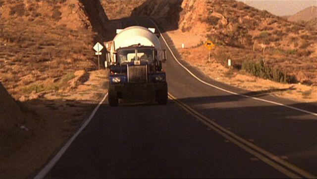 File:4x05 truck crash.jpg