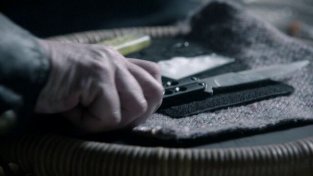 File:9x02 Jack grab knife.jpg