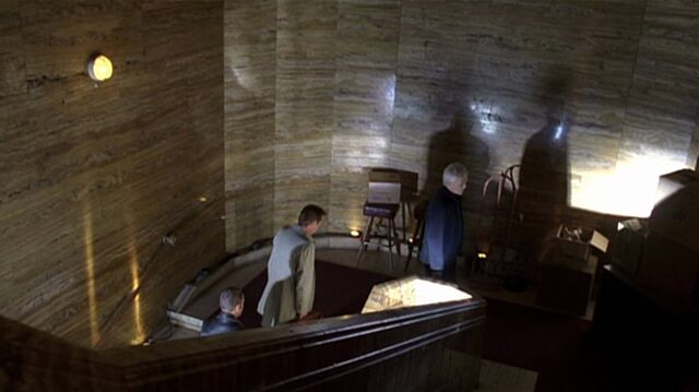 File:7x04 safehouse stairs.jpg