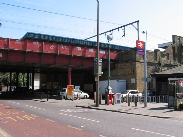 File:Hackney Downs railway station 1.jpg