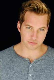 File:Ryan Hansen 4.jpg