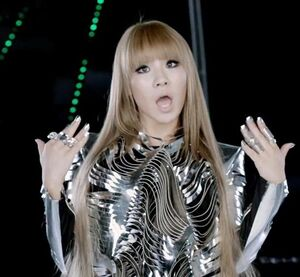 2NE1-I-AM-THE-BEST-JAPANESE-VERSION-BY-CLDE2NE1-AND-PARKBOOMDE2NE1-2ne1-23886680-610-564