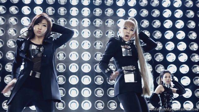 File:CL-Sandara-Park-Gong-Min-ji-I-am-The-Best-K-Pop-2NE1-Wallpapers.jpg