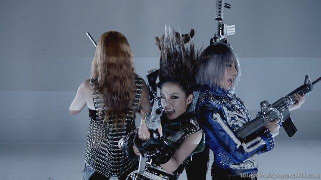 File:CL-Sandara-Park-Gong-Min-ji-Park-Bom-3-I-am-The-Best-K-Pop-2NE1-Wallpapers.jpg