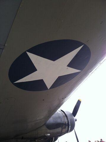 File:Wing of a b-17.jpg