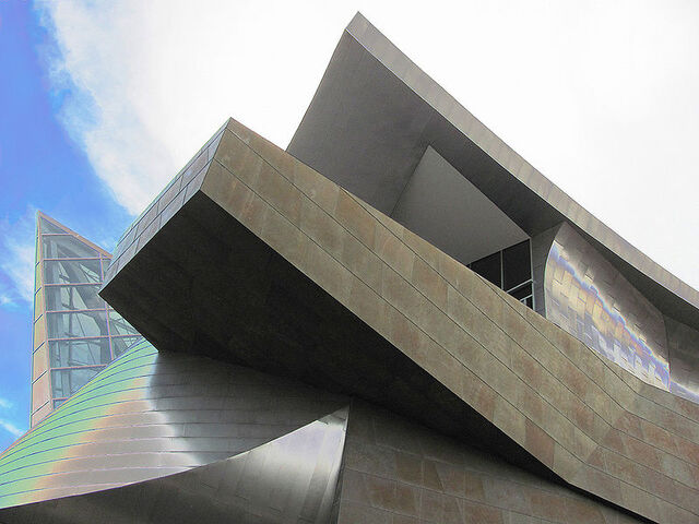 File:800px-Taubman Museum of Art.jpg