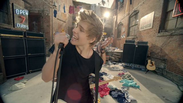 File:5 Seconds of Summer - She Looks So Perfect - 5 Seconds of Summer Wiki (144).png