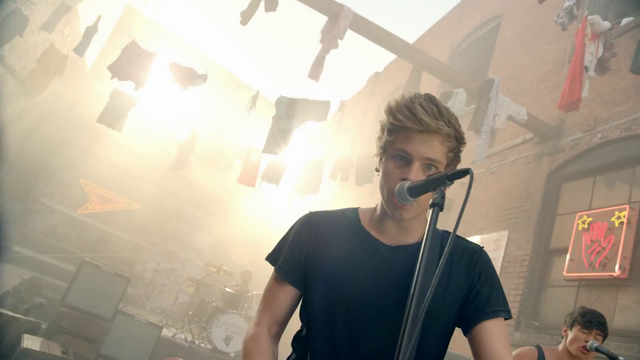 File:5 Seconds of Summer - She Looks So Perfect - 5 Seconds of Summer Wiki (62).png