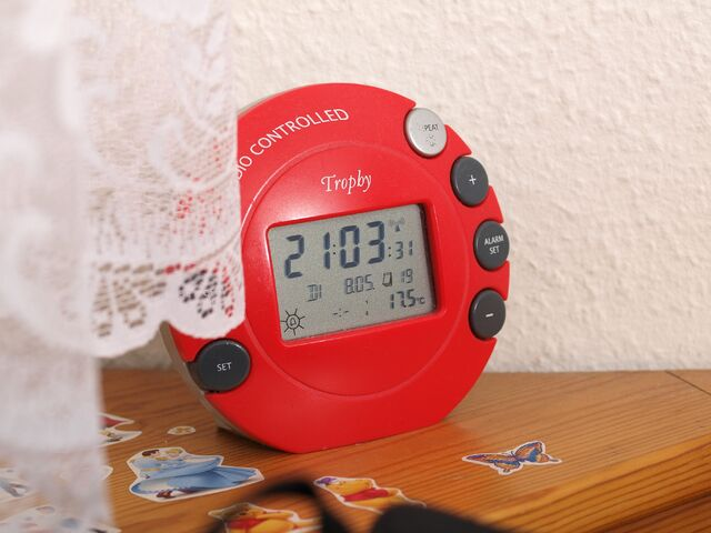 File:Tropby Alarm Clock with Thermometer.jpg