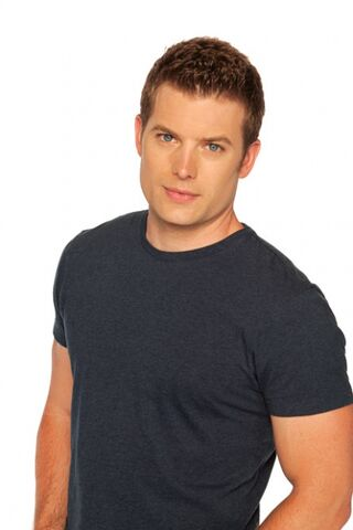 File:Brody Lovett Full Cast Photo.jpg