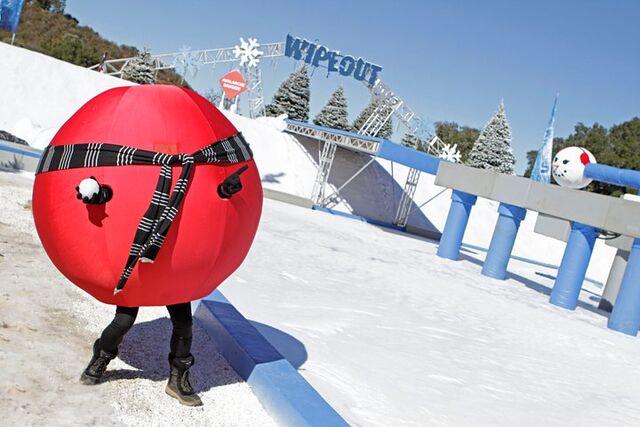 File:Winter balls.jpeg