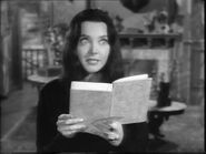42.Morticia,.the.Writer 090