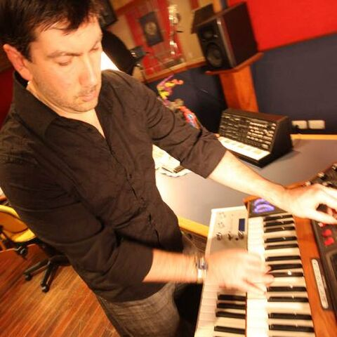 File:Sean-playing-Synth2.jpg