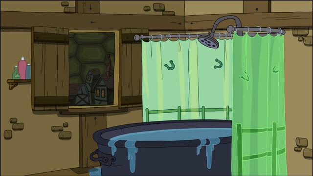 File:S1E13 BG Horse bathtub.jpg