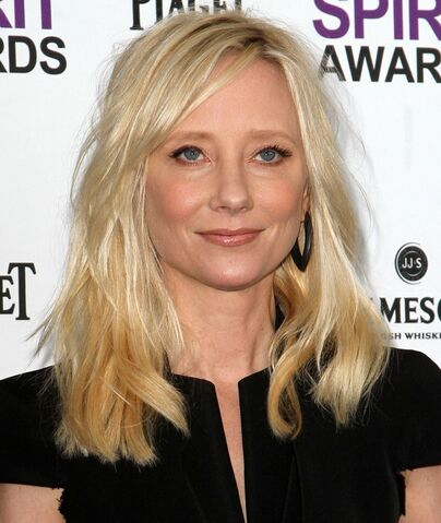 File:Anne-heche-27th-annual-independent-spirit-awards-01.jpg