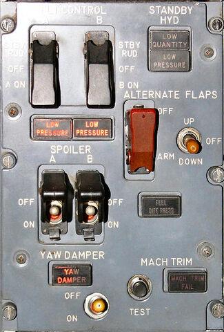File:Flightcontrolpanel 200.jpg