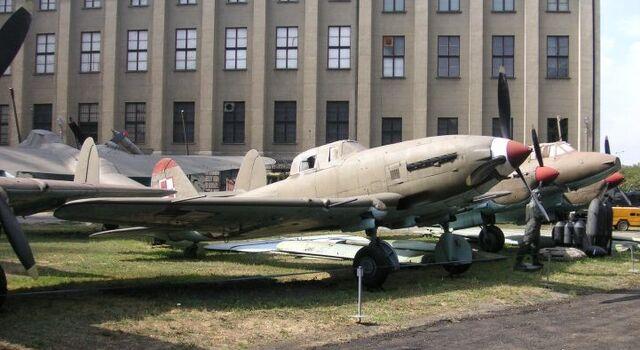 File:Ilyushin Il-2 Warsaw 2.jpg