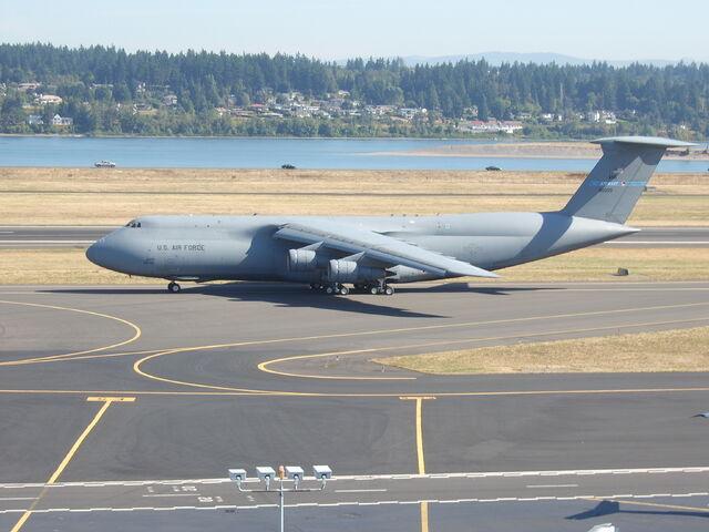 File:Lockheed C-5 Galaxy taxiing.jpg