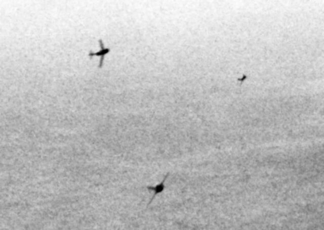 File:MiG-15s curving to attack B-29s over Korea c1951.jpg