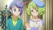 Makoto staring Suzuko