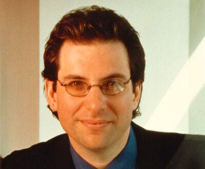 Kevin-mitnick-former-hacker-and-most-wanted-computer-criminal-portrait