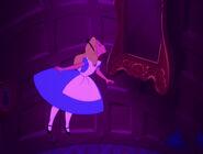 Alice-in-wonderland-disneyscreencaps.com-580