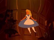 Alice-in-wonderland-disneyscreencaps.com-571
