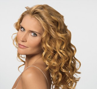 File:Long curly hairstyle.jpg