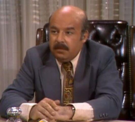 File:Sorrell Booke as Lyle Bennett.jpg