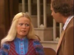 All in the Family ep 6x10 - Gloria Suspects Mike
