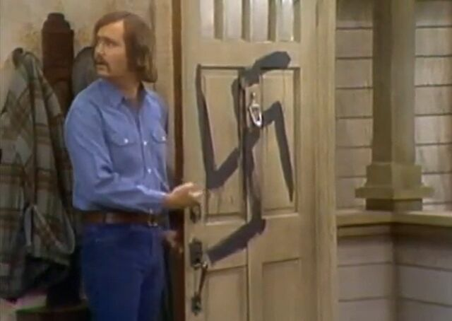 File:All in the Family ep 3x20 - Mike sees Swastika on front door.jpg
