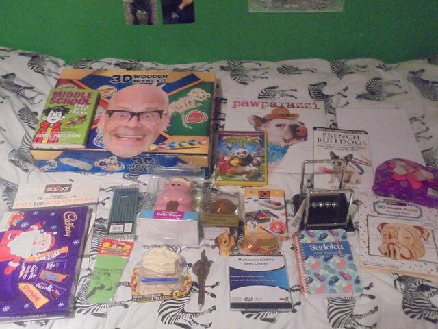 File:Things I got for Christmas.jpg