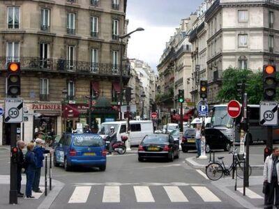 Stuck-in-paris-traffic (Downtown)