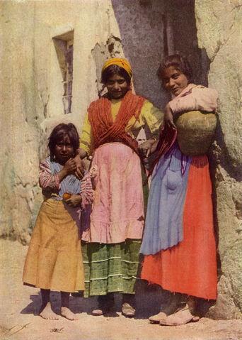 File:Spanish Gypsy Girls NGM-v31-p267.jpg