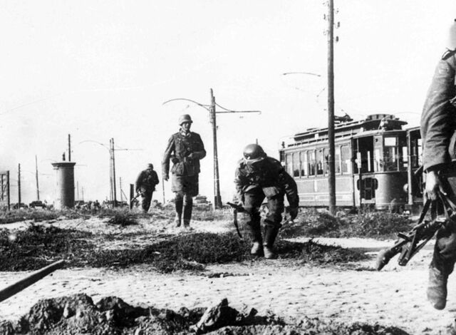 File:German soldiers in outskirts of Prague (FG).jpg