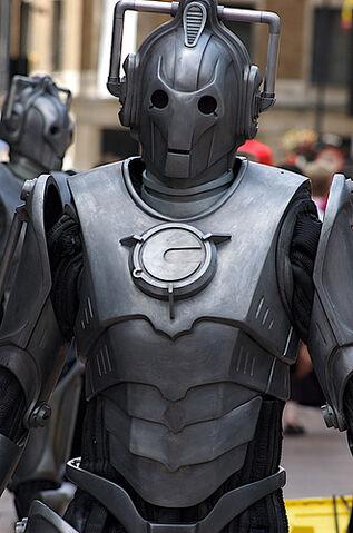 File:Cybermen in central London.jpg