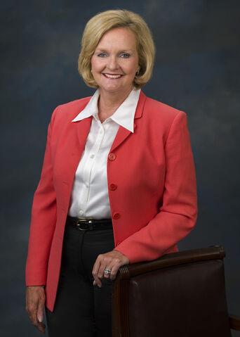 File:Claire McCaskill, official Senate photo portrait, standing, 2007.jpg