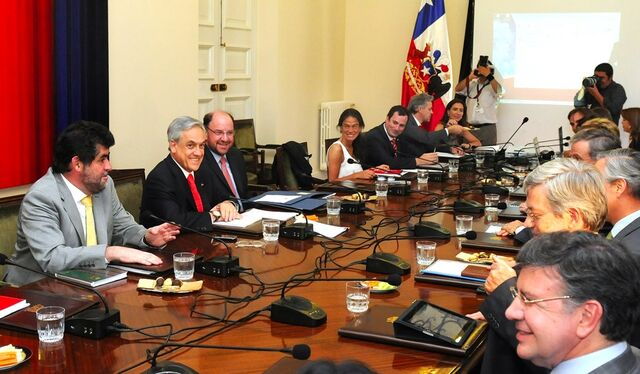 File:Piñera, Ministers and Lavin.jpg